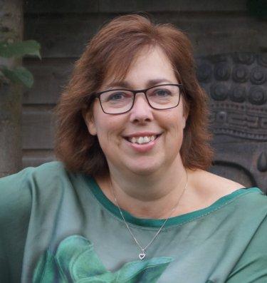 Ik doe het Diane Vieveen van DiBA Counseling & Minerals, ondernemende vrouwen, levenscounseling, helende werking edelstenen en mineralen, startend vrouwelijk ondernemerschap