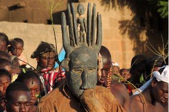 In gesprek met Monique Teggelove van Papillon Reizen Foto Mali Persoon met Masker PR Archief resized 345x230