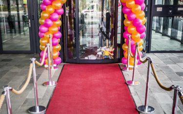 Rode loper voor de feestelijke opening van je bedrijf, winkel of salon, openingsfeest