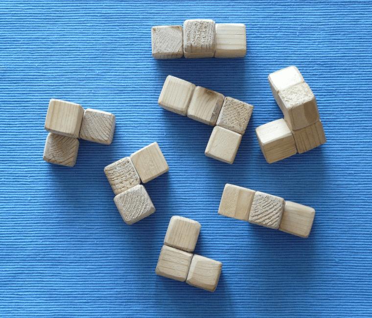 Losse puzzle-stukjes ReadytoGrow Alles wat aandacht krijgt groeit Big5 helpt startende vrouweljke odnernemers bij het bouwen van hun eigen bedrijf